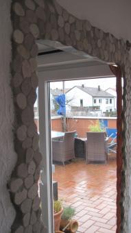 Spiegeleinfassung mit Flußkiesel-Mosaik