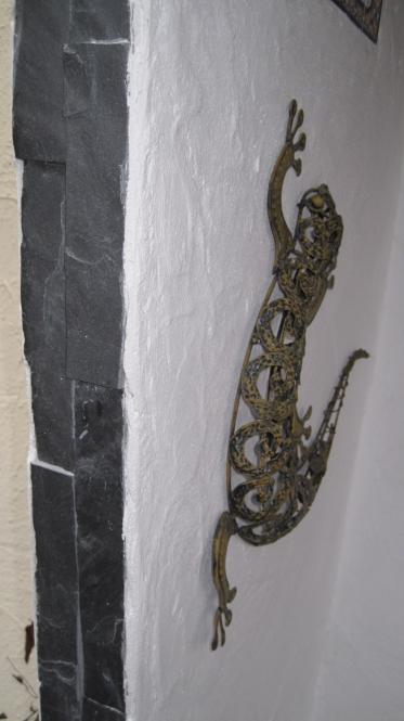 Wandspachtelung mit Natursteinriemchen