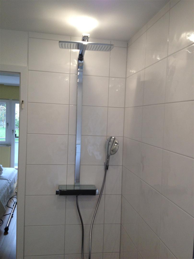 thomas hartlieb fertiges bad mit begehbarer dusche. Black Bedroom Furniture Sets. Home Design Ideas