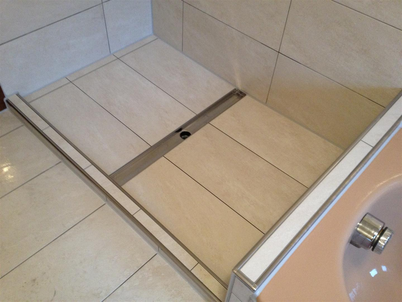 thomas hartlieb wanne raus begehbare dusche rein fliesenlegermeister. Black Bedroom Furniture Sets. Home Design Ideas